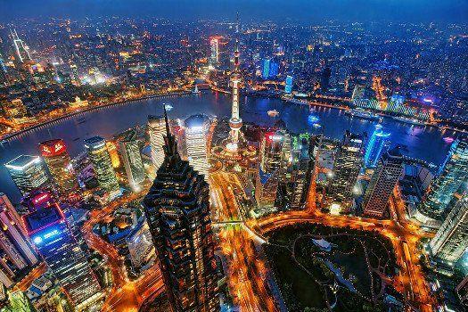 De schoonheid van #China ontdekken? Nu een 11-daagse #rondreis inclusief maaltijden, vlucht en luxe Yangtze-cruise vanaf €1399,- #vakantie #travel #TravelBird #Shanghai #uitzicht #avond #nacht #lichten #lichtjes