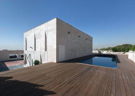 Sipan residential bldg, Tehran, Rooftop pool