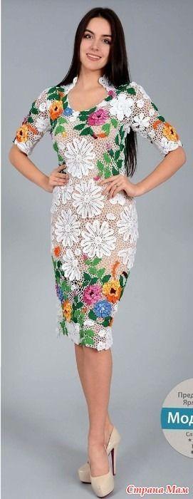 Это вечернее платье выполненно в технике ирландскго кружева. Белые цветочные элементы двух видов гармонично сочетаютя с цветными -листьями и яркими цветами. Смотрится великоллепно!