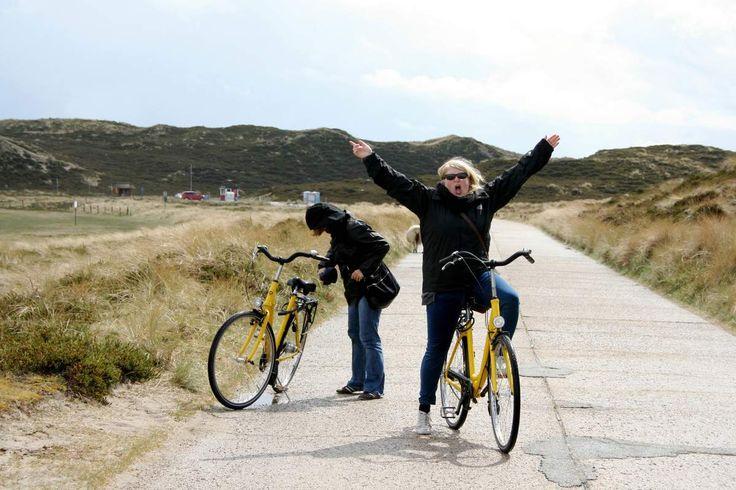 Ein Besuch auf Sylt beginnt direkt mit einem großen Abenteuer. Kurz hinter Klixbüll (den Ort gibt es wirklich) geht es auf den elf Kilometer langen Hindenburgdamm, der das Festland mit der Insel ver