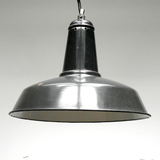 Franse industriële hanglamp via  Harvest and Company Amsterdam