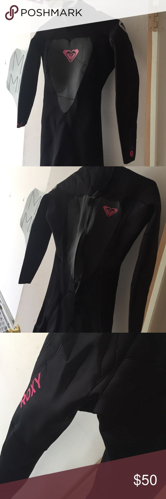 Roxy wetsuit Syncro 3/2mm. Size : 6/34. I'm 5'10 and 135 lbs and it's about one-two sizes too small for me Roxy Swim