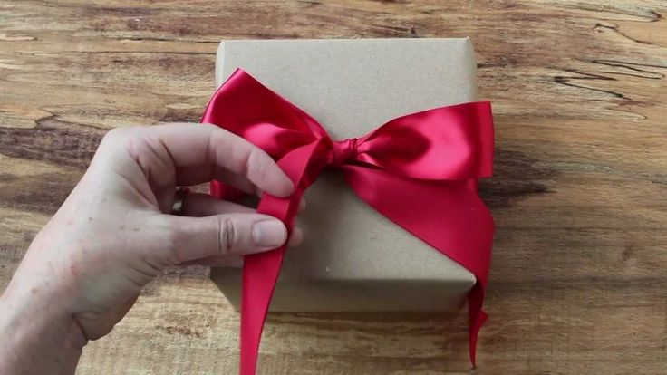 How to Tie the Perfect Bow.  Great info for any lolita or anyone else who enjoys cute or elegant fashion.
