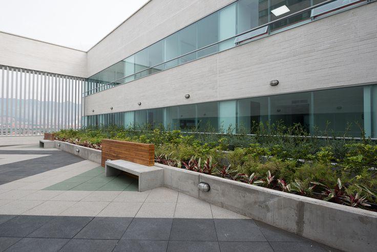 Salud y Servicios Ciudad del Río es un proyecto especializado en el área de salud. Esta torre albergará la nueva sede de la Clínica del Prado y además tendrá consultorios independientes, pisos abiertos para áreas médicas y locales comerciales y de servicios ubicados en la planta inferior.