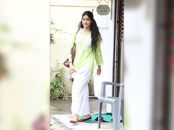 Check Out #JhanviKapoor In Perfect #TraditionalOutfit     #bollywood #Fashion