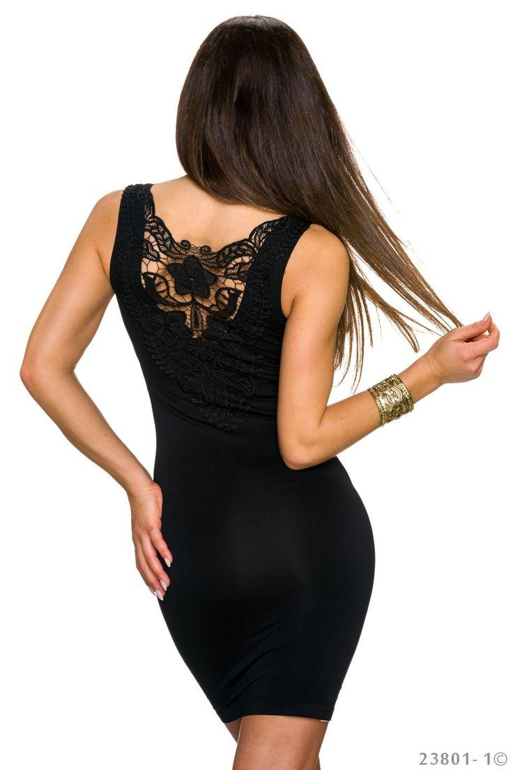 Dit zwarte bodycon jurkje heeft een mooie kanten inzet op de rug. Het jurkje is nauwsluitend en daarom zeer geschikt voor een feestje waarop je gezien wilt word...