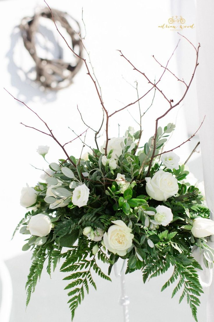 Pedestal arrangement with Greek feel