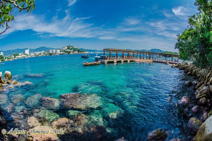 En la isla de la Roqueta podrás nadar, bucear y disfrutar de su abundante vida…