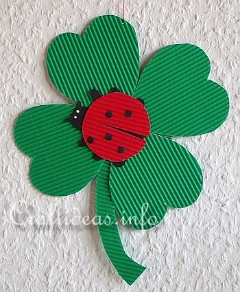 Paper Crafts - Lady Bug on a Four Leaf Clover  (Free Craft Print Template)  www.craftideas.in...