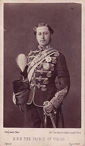 Edoardo, figlio della Regina Vittoria, erede al Trono si sposerà con Alessandra di Danimarca.La madre ritenne che il principe avesse fatto morire di dolore il Principe consorte Alberto
