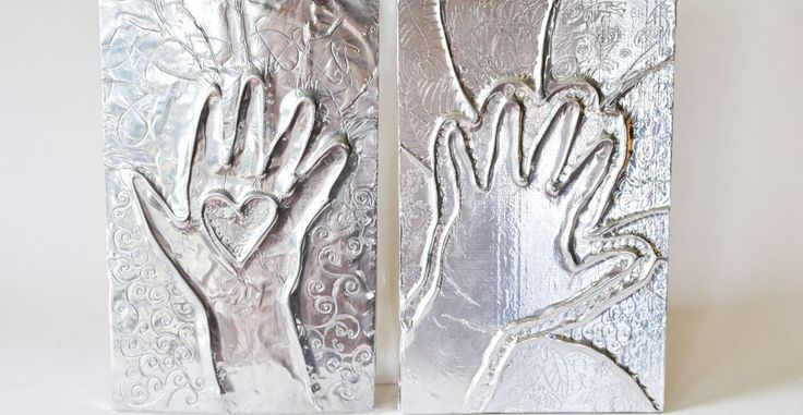 A creative way to capture kids' little handprints. Makes a lovely gift for far-away relatives.