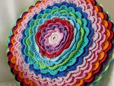 Ilona's blog: Rond bloemen kussen haken
