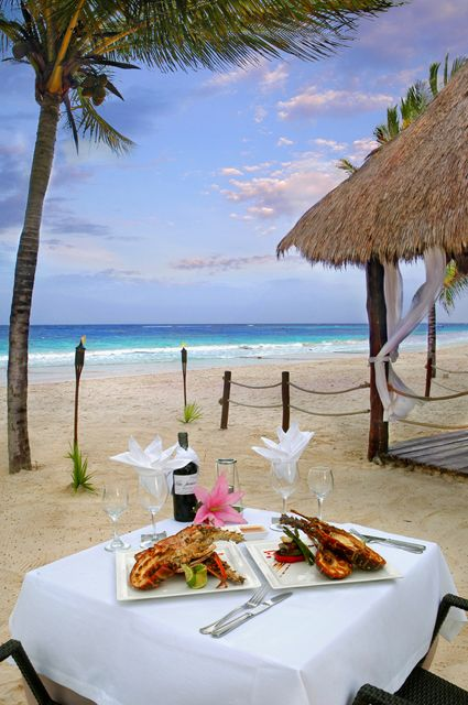 ♡ Surprise your partner with a romantic dinner at the beach... #TravelTuesday #CataloniaRoyalTulum