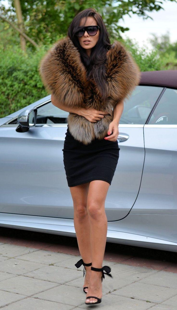 ROYAL SAGA FOX FUR. BEAUTIFUL BIG SHAWL. ON THE MARKET ROYAL SAGA FOX ! COLLECTION 2018 ! PERFECT FOR MODERN WOMEN LIVING IN THE CITY. All skins used in our fur coats are Farm Raised. ROYAL SAGA FOX PELZ. | eBay!