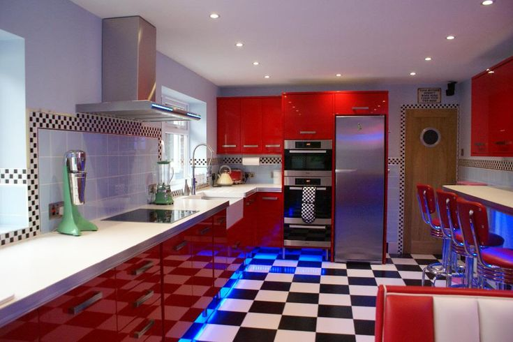 Diner style kitchen = Glorious feeling.