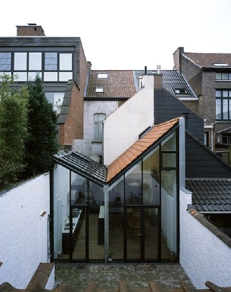 That's one way to extend your terrace house. Nice and light for a kitchen/dining room