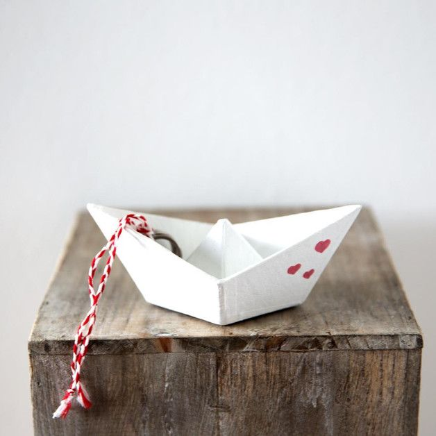 Ringkissen Papierschiff mit Herzen / paperboat, cushion for wedding rings by bline-wedding via DaWanda.com