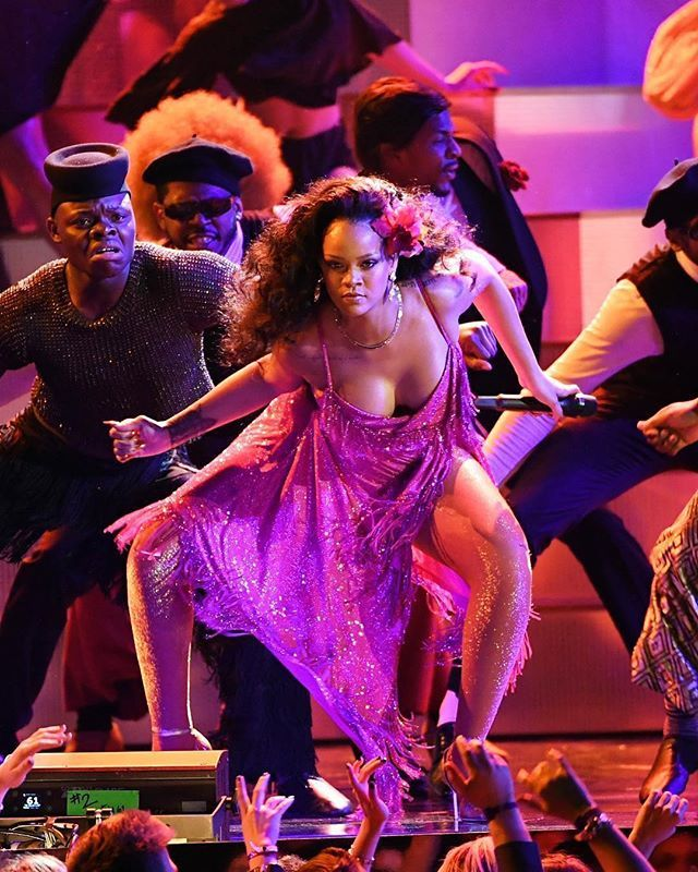 Rihannas performance of Wild Thoughts lit the 2018 #Grammys up! See the best moments from musics most glamorous night on harpersbazaar.com.sg now! #HarpersBazaarSG via HARPER'S BAZAAR SINGAPORE MAGAZINE official Instagram - #Beauty and #Fashion Inspiration - Beautiful #Dresses and #Shoes - Celebrities and Pop Culture - Latest Sales and Style News - Designer Handbags and Accessories - International Advertising Campaigns - Gifts and Bargain #Shopping Guide - Famous Luxury Brands on Instagram…