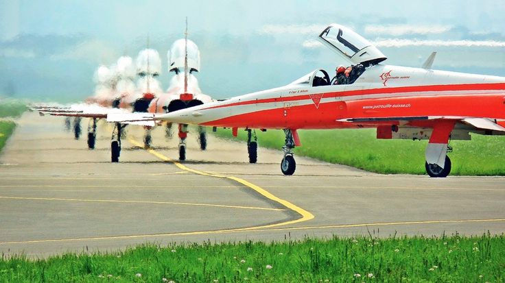 LINE UP *Patrouille Suisse by Max Gandhi on 500px
