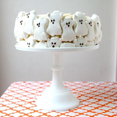 halloween ghost cake. A quick little Halloween dessert ~ made by opening a package of marshmallow ghosts and placing them around the outer edge of a frosted cake. I like how the lower level ones look like they're fighting to get to higher ground.