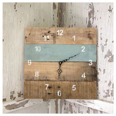 Wood Pallet clock---got to make one of these for my back porch!