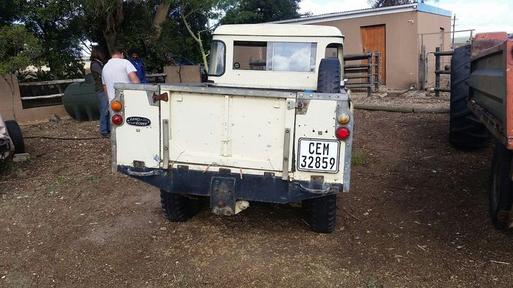 This landy is still running even with a broken chassis