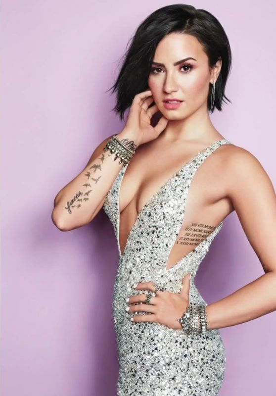 Demi Lovato - Cosmopolitan Magazine September 2015 Issue