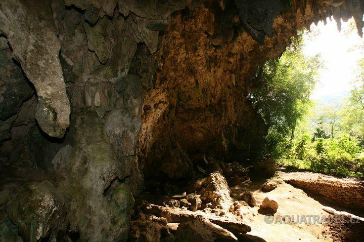 """Liangbula, jeskyně kde byly objeveny kosterní pozůstatky hobitů """"Clověk floreský"""""""