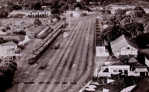 Foto histórica do páteo da antiga estação - arquivo de José F. Bacelar- Museu Ferroviário de Araçatuba