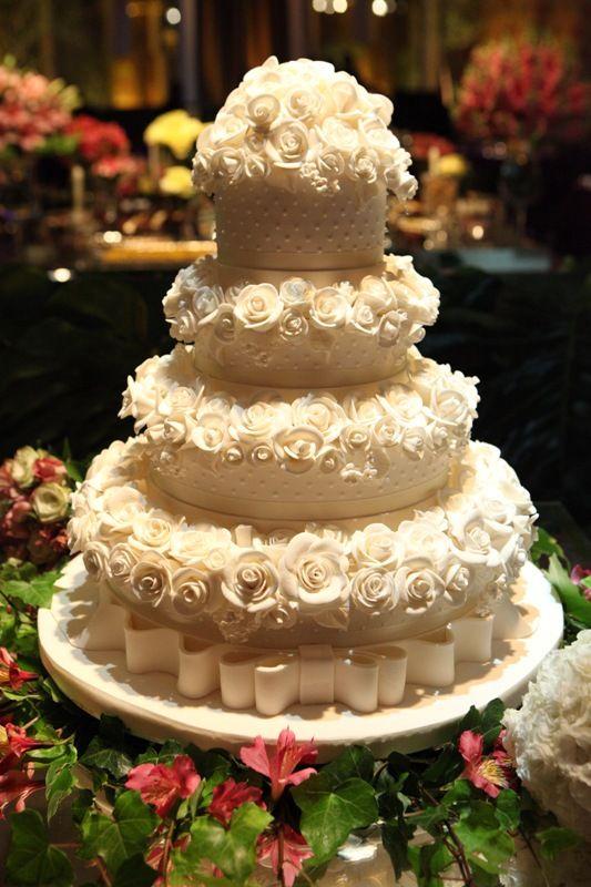 Bolo | Bolo com Flores | Bolo Branco | Bolo de Casamento | Wedding Cake | Wedding Dessert | Inesquecivel Casamento