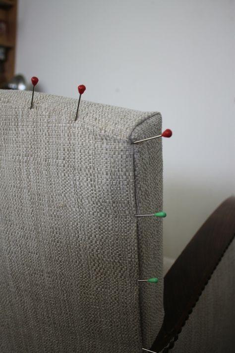 Et voilà mon stage est fini ....  Stage de réfction «fauteuil 1930 » (technique moderne) . Je vous montre tout en images Avant le stage.... Un peu de menuiserie : Modification carcasse pour adaptation à la technique moderne. Pose ressorts sur planche. Guindage...