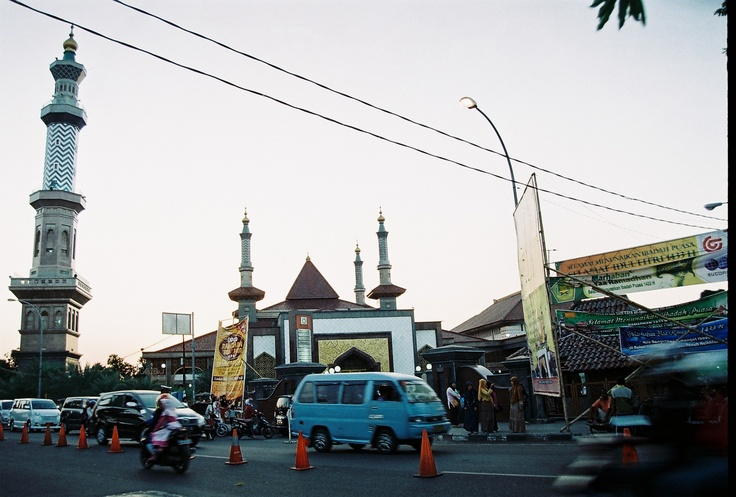 Masjid At-Taqwa at Alun-Alun Kejaksan.