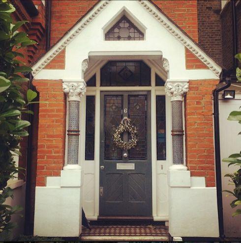 Festive door with Banham locks by @Studio.milena https://www.instagram.com/studio.milena/ #christmas #prettylittlechristmas #door #weath