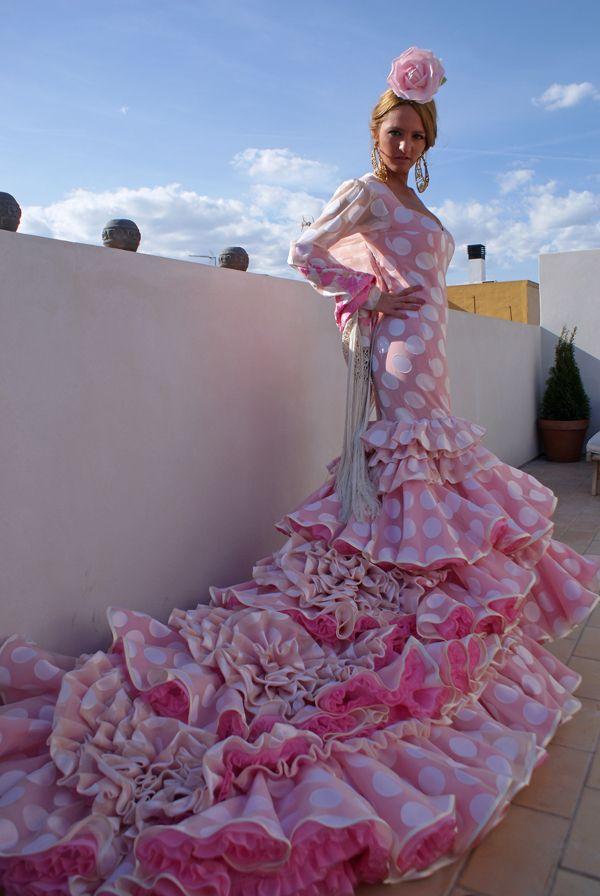 Sevilla ya piensa en Feria! - Segunda parte Lina Costura & Bloggers. Sevilla ya piensa en Feria! .  Fotos por por Alejandro Becé. Diseños de Lina Costura.  vía: escaparatemoda.com