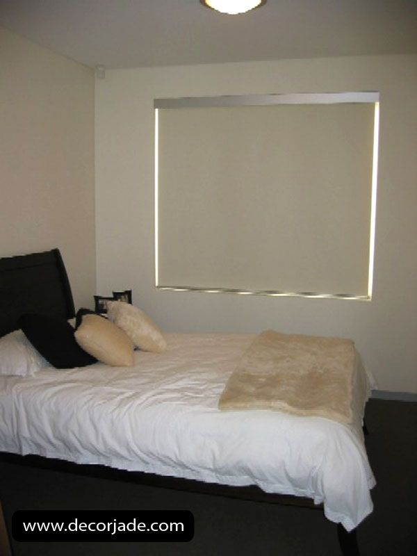 Cortinas roller en tela black out color crema para for Colores de cortinas para dormitorio