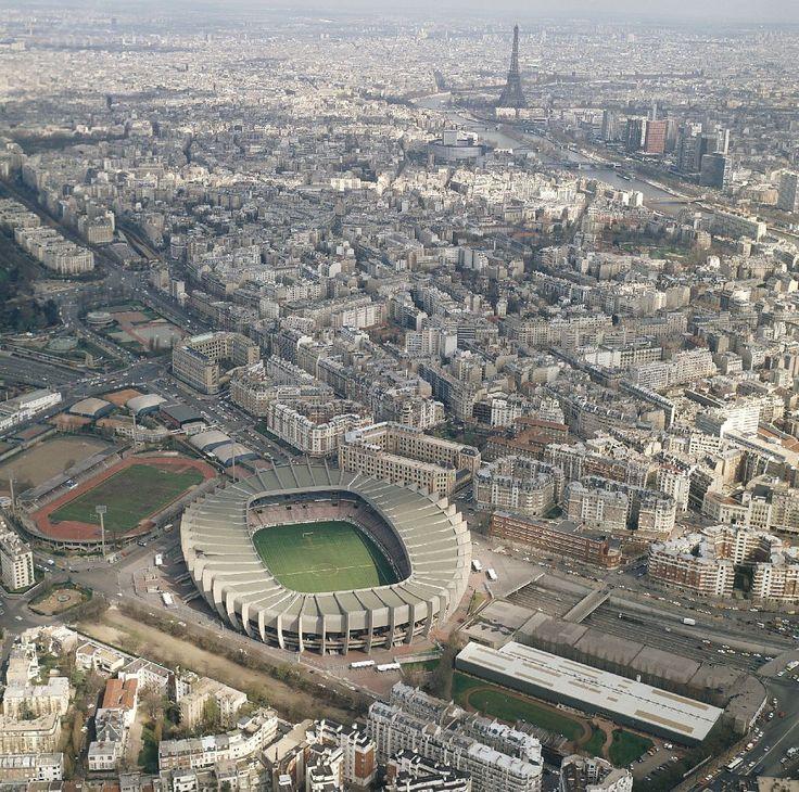 Parc des Princes, 24 Rue du Commandant Guilbaud, 75016 Paris. Venez célébrer le sacre du PSG en réservant votre appartement ans le 16ème arrondissement avec SWEETKEY.