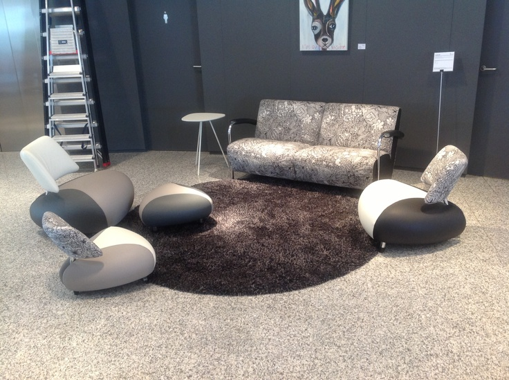 Spotted in Leolux Designcenter in Eindhoven. Scylla sofa in special fabric and Pallone family. www.leolux.com/scylla