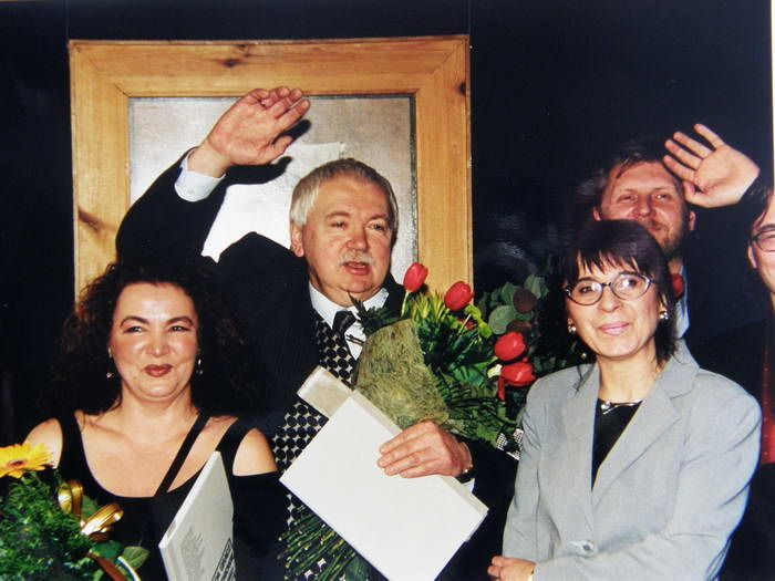 """Wystawa """"Duda-Gracz i uczniowie (1976-1982)"""", Muzeum Śląskie, 2001, foto, Z. Sawicz - od lewej: Renata Bonczar, Jerzy Duda-Gracz, Beata Wąsowska, Piotr Naliwajko"""