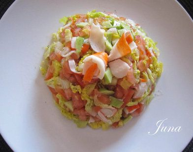 Ensalada de salmón, aguacate, tomate, lechuga....