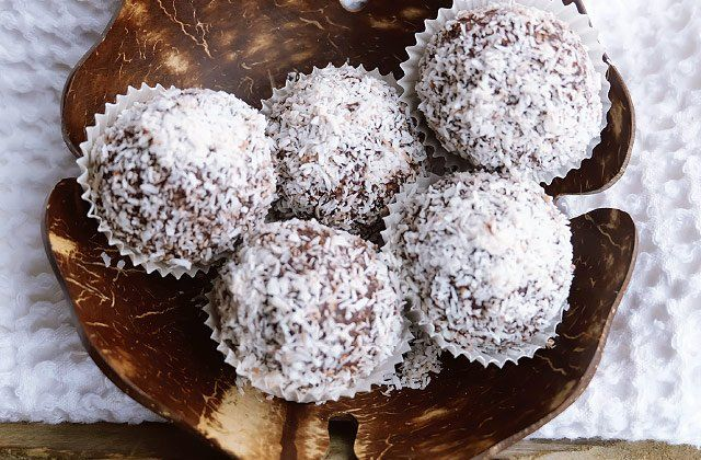 Coconut & cacao power balls recipe . Healthy desserts and snacks :)