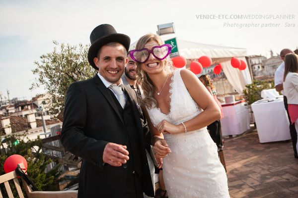 Alexandra and Cédric have decided to marry religiously in Venice. Then, the reception took place in rooftop terrace with panoramic view over the city.  #marriage #venice #weddingplanner #venise
