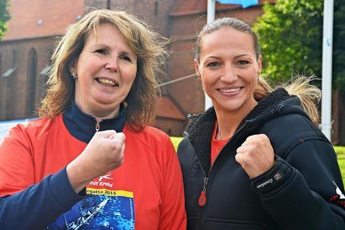 Andrea Voß (l.) mit Boxweltmeisterin Ramona Kühne.