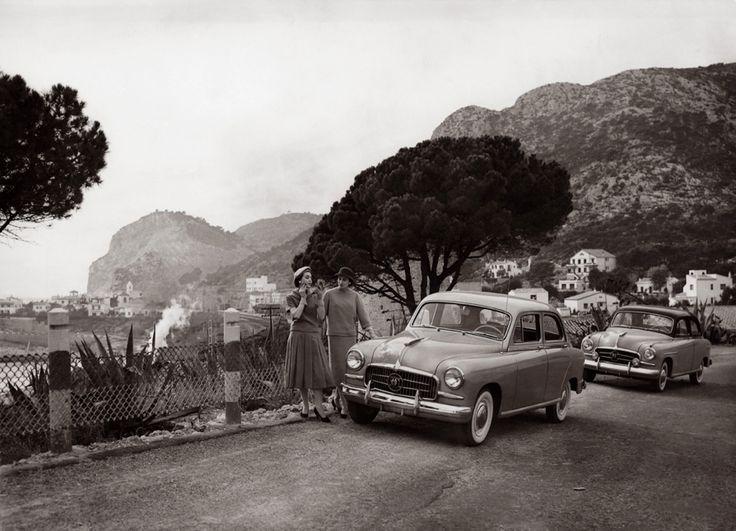 El #SEAT 1400 fue un elegante y lujoso auto gama alta, basado en gran medida en los vehículos americanos de la época.  #Cars #Vintage #Spanish #Autos #Carros #Antiguos #Historia