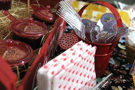 Arraial com Chá de Cozinha - http://www.chocolatesemcalorias.com.br/Arraial-com-Cha-de-Cozinha  #Arraial #Caipira #festajunina #Chadecozinha #DIY #party