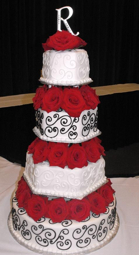 pretty red and black wedding cake would want it to be purple and black though eeek
