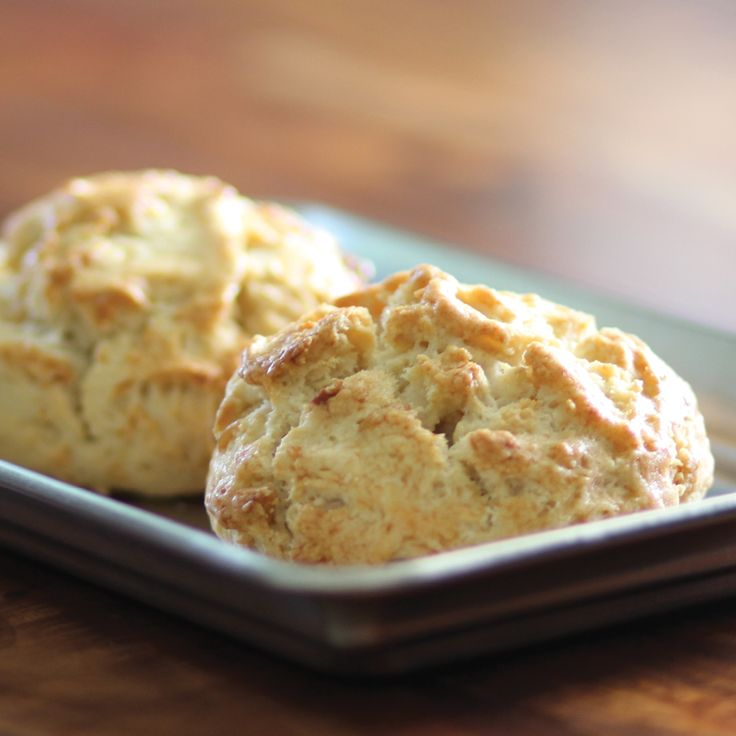 Our freshly baked scones will brighten your day, especially with a warm cup of our delicious 100% #KonaCoffee! #HonoluluCoffee #scones http://www.honolulucoffee.com/collections/100-hawaiian/products/100-kona