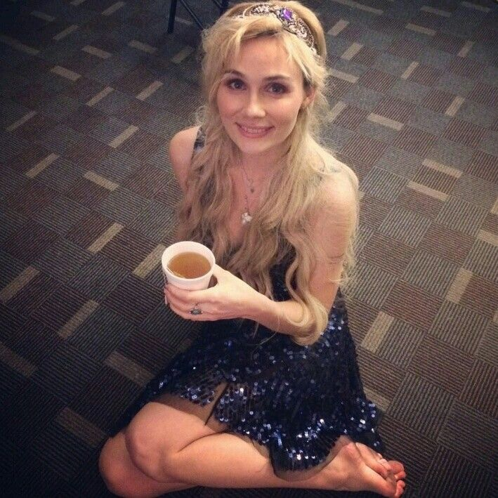 Clare Bowen from Nashville TV show inPink Pewter :)