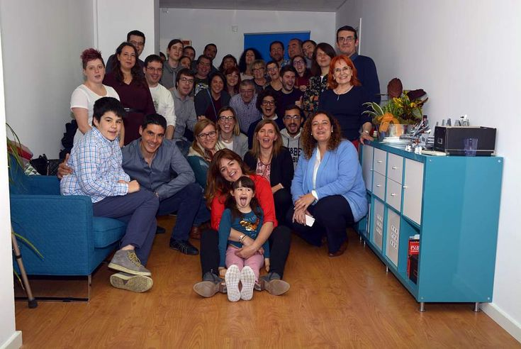 Participantes en la fiesta de inauguración de la nueva oficina de la Barber