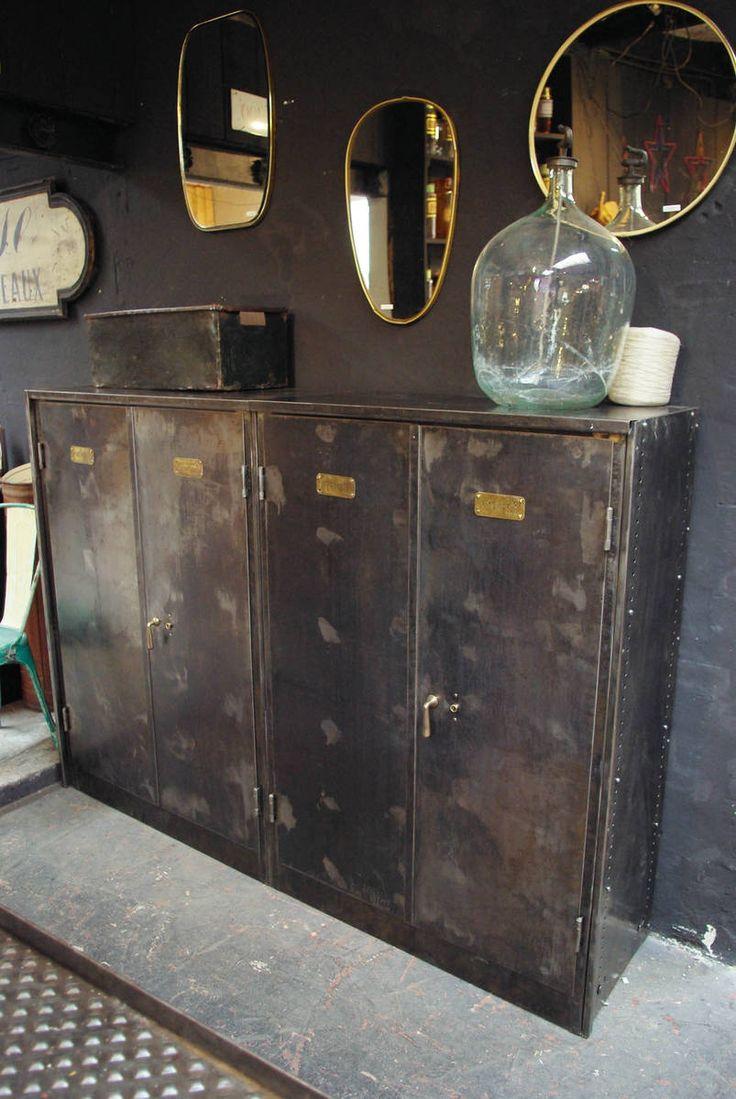 Ancienne armoire forte en métal par le Marchand d'Oublis