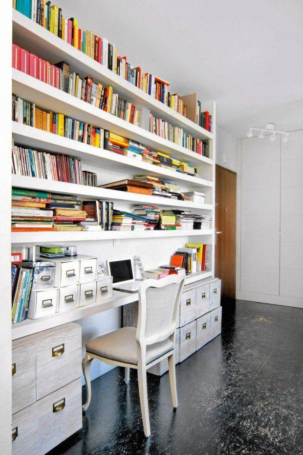 Domowe biuro z biblioteczką